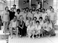Jedna z mnoha sestav personálu bazénu za těch 40 let,  která se sešla k fotografování...