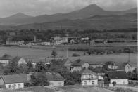 Osada Pokrok 70. léta - v pozadí závod Pokrok