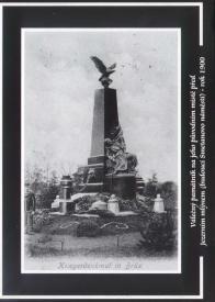 Válečný pomník na původním místě před Jezerním mlýnem (budoucí Smetanovo náměstí) v roce 1900
