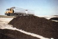 Kvalita půd, je v případě lesnických rekultivací výrazně zvyšována i průmyslovými komposty. Na Fotce povážení Střimické výsypky