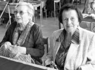 Mezi nejstarší účastnice patří také Libuše Kochová (r. 1925) a Soňa Kovaříková (r. 1926), která byla členkou ochotnického divadelního souboru Havlíček založeného v Dolním Litvínově roku 1946 učitelem Jaroslavem Richterem. Při setkání na něho řada jeho žáků marně čekala, protože pobýval v nemocnici