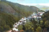 Šumná se táhne v Šumenském údolí od jihu směrem k severu. Na nejvzdálenější části fotografie, lze spatřit továrnu Marbach