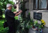 Pamětní desku s jmény dejvických obětí se nám povedlo v Praze najít a vyfotografovat. Je u vchodu do Elektrotechnické fakulty ČVUT