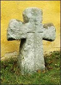 0741 Vtelno  Číslo v centrálním registru: 0741 Datum: 28. 09. 2004 Rozměry: 90 x 68 x 24 cm Popis: klínový kříž, uprostřed reliéf štíhlého meče. Stanoviště: kříž stojí v lapidáriu drobných památek u kostela společně s 0227 a 0742. Přesun: dříve stával v obci Libkovice.
