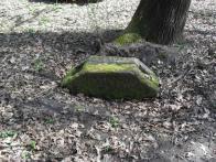 Nález základového kamene, který tvořil oporu pro dřevěnou příhradovou konstrukci skladiště přepravovaného zboží nakládaného a vykládaného v původní železniční stanici Horní a Dolní Litvínova na trati Praha-Most-Moldava Pražsko-duchcovské dráhy